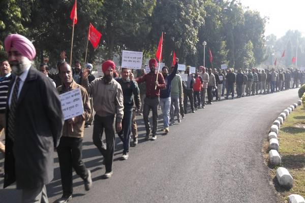 AIRF reports on protest against 7th pay commission report