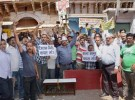 Bullion Traders Protest – Ink, eggs thrown at Modi, Jaitley Posters – Cops book 150 People