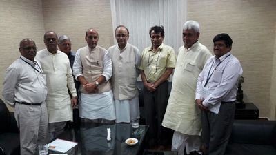 njca meets ministers over 7cpc deadlock
